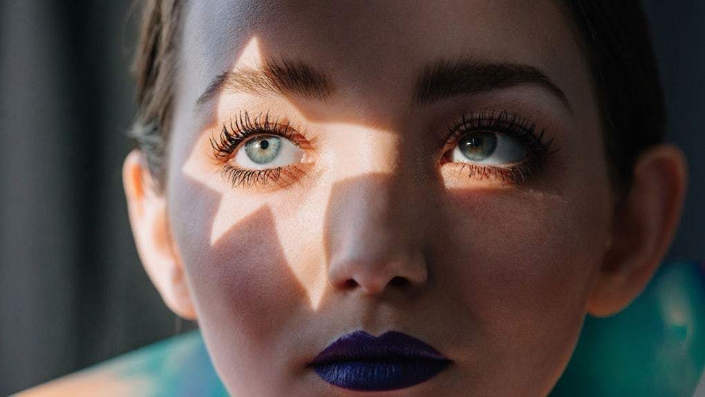 24626389-98e0-4974-9fa4-b616bbd452b6-woman-close-up-blue-eyes-blue-lips